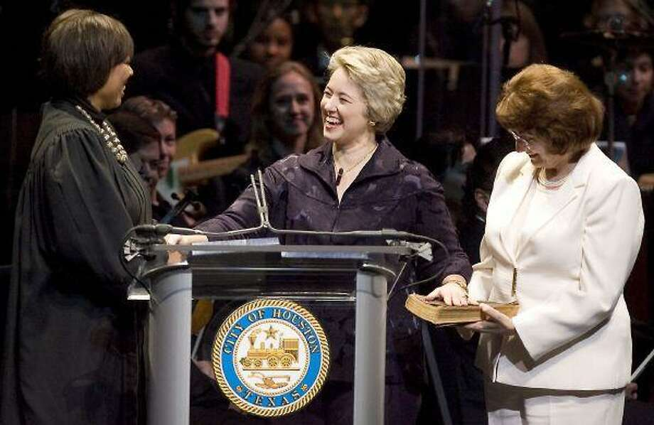 Judge Vanessa D. Gilmore administers the oath to Mayor Annise Parker. Her partner, Kathy Hubbard, holds the Bible. Photo by Patric Schneider/HCN / Icon Sports Media, Inc www.iconsportsmedia.com sales@iconsmi.com 818-576-1559