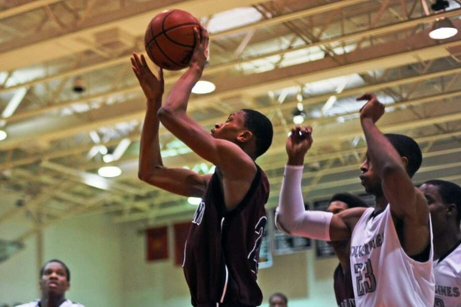 Pearland's Devon Begley goes up for a shot against Clear Brook Friday night. The Wolverines defeated the Oilers, 65-52. Photo: KIRK SIDES