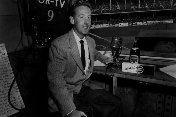 USA - CIRCA 1960s: Announcer Vin Scully of the Los Angeles Dodgers poses for a photo circa 1960s. (Photo by Sporting News via Getty Images)