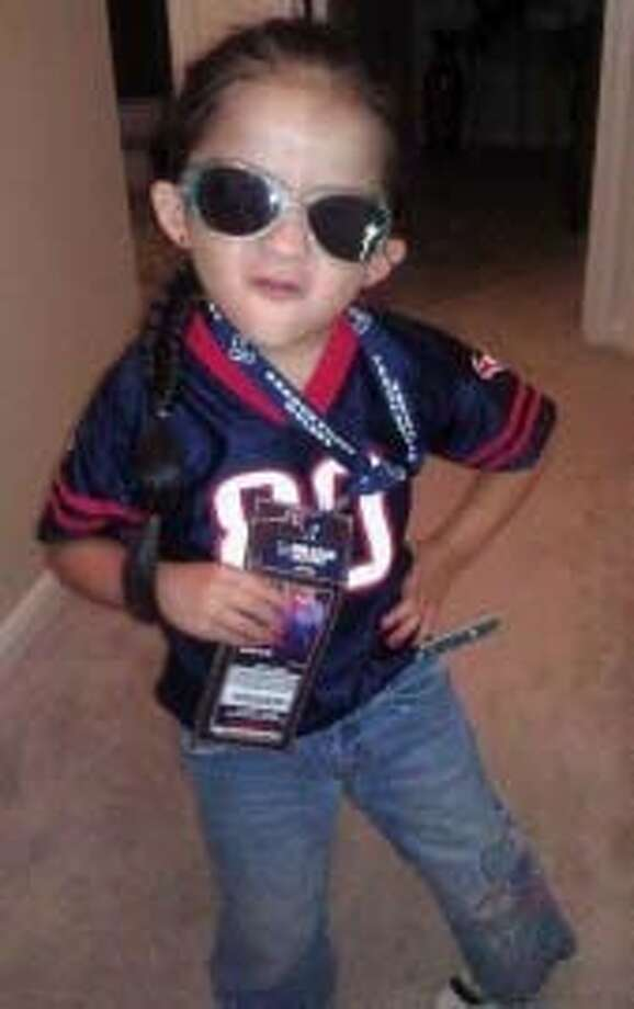 Four-year-old Ashley Cruz won the Houston Texans Biggest Fan. Photo: Geno Cruz
