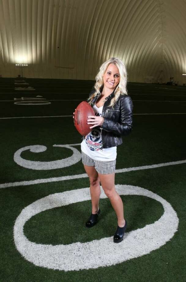 """Jayme Lamm, sportswriter for """"The Blonde Side"""" sports blog, inside the Houston Texans practice facility. She covers a variety of sports in her blog in an authentic, but always funny and 'blonde' way. Jayme's hair and make-up are by FaceForward. (Photo by Alan Warren) Photo: Photo By Alan Warren"""