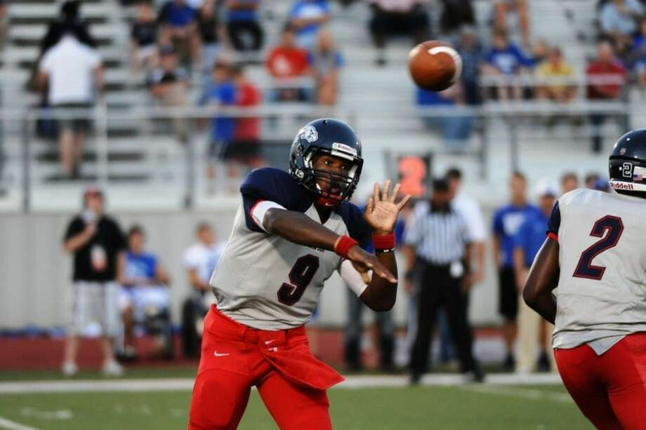 Dawson quarterback Garry Kimble signed a letter of intent to play with Blinn College this fall.