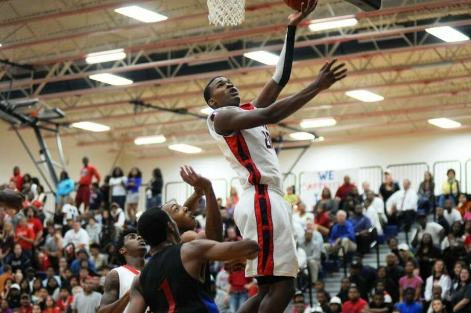 Manvel's Terry Allen scores two of his 30 points in leading the Mavericks to an 86-81 win over Dawson in a District 24-4A basketball game earlier this season. Photo: KIRK SIDES