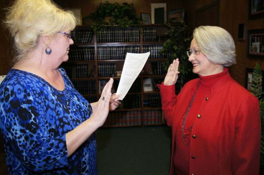 Barbara Tague, shown here being sworn in as vice president of the Planning and Zoning Commission by Assistant City Secretary Betsy Gates in 2010, recently anounced her bid for City Council Pos. 2.