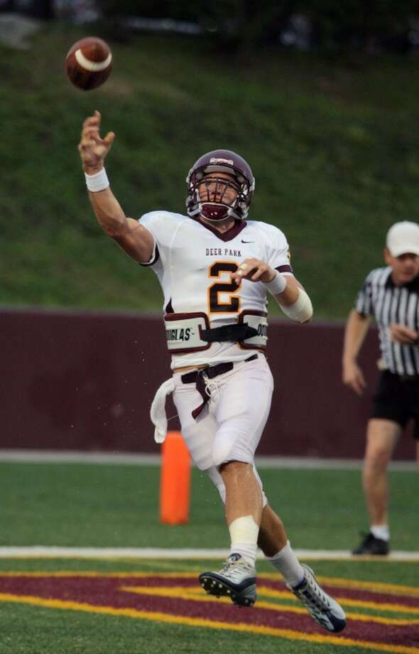 Deer Park's Hans Cook throws a long pass during the first half. Photo by Kar Hlava