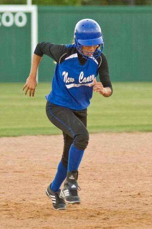 Kaela Prober runs the bases during New Caney's 3-1 loss to The Woodlands Apr. 7. / © by Jose Quiroz 2009