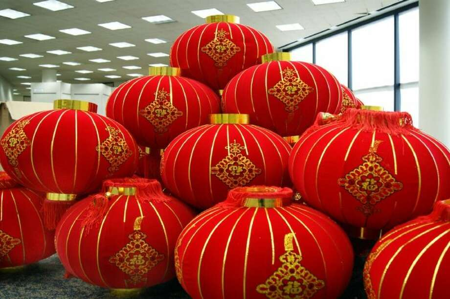 In recognition of the Chinese Lunar New Year, Fort Bend County Libraries will celebrate with a Chinese Lantern Festival on Sunday, February 24, from 2:00 to 4:00 pm, in the lobby of George Memorial Library, 1001 Golfview in Richmond.