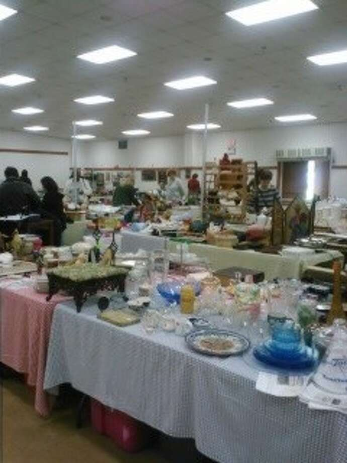 """Bargain hunters flocked to Deer Park for """"Another Man's Treasure"""" citywide garage sale Friday (Feb. 15). Photo: KRISTI NIX"""