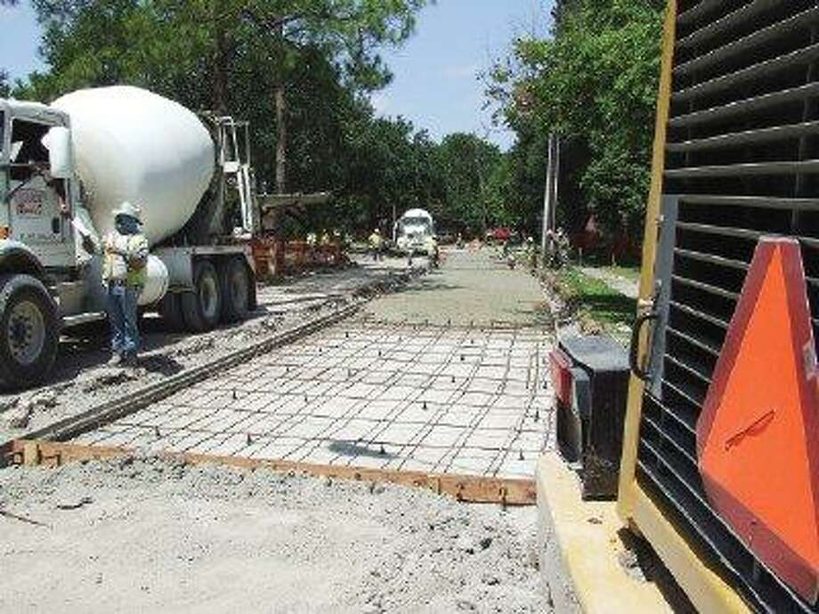 Construction crews fill in the north side of Braesheather after months of delays. / @WireImgId=364146