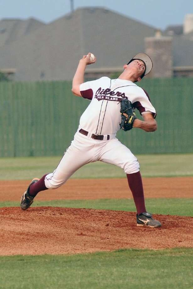 Pearland's Chris Clark is one of eight pitchers Oiler head coach Anthony Scalise can count on this season. Photo: KIRK SIDES