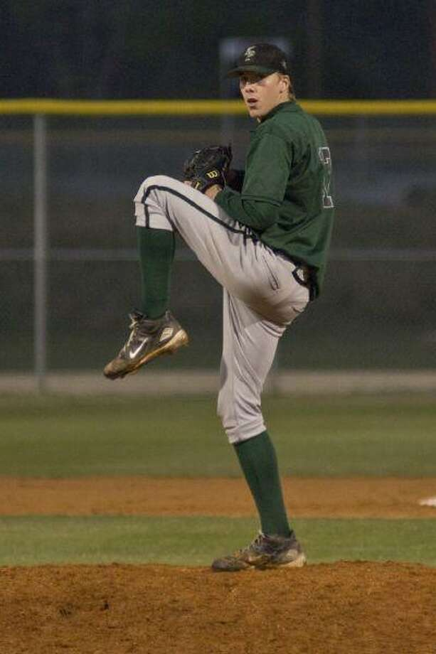 Austin Salter pitches during Kingwood Park's 6-3 loss to Galena Park March 30. / © by Jose Quiroz 2009
