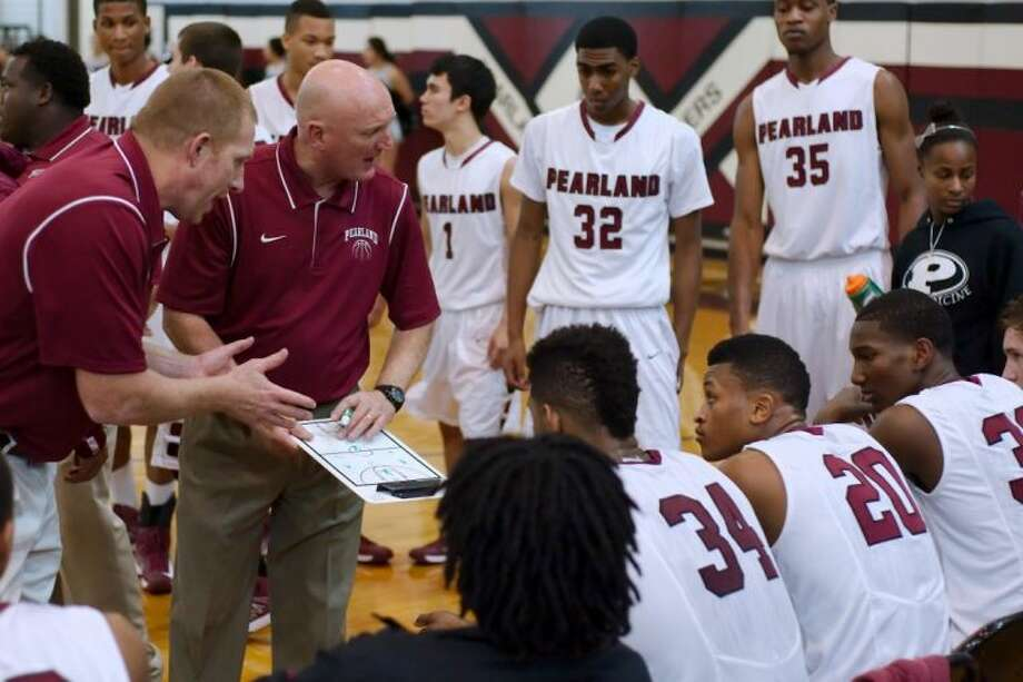 Pearland head coach Steve Buckelew hopes his team can execute its game plan to perfection against Fort Bend Travis at 7 p.m., Friday night in Manvel. Photo: KIRK SIDES