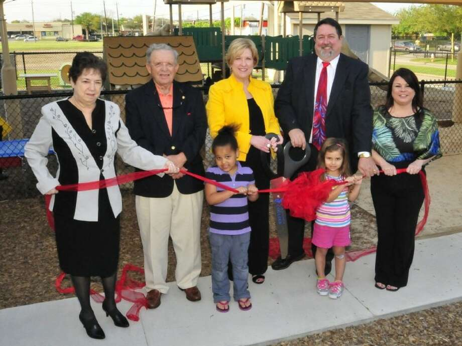 The San Jacinto College community recently celebrated the opening of the new Education Center and Lab School facility at the Central campus. Pictured from left to right: Marie Flickinger, San Jacinto College Board of Trustees chair; Dr. Ruede Wheeler, San Jacinto College Board of Trustees member; six-year-old Keely Cummings, Education Center and Lab School student; Dr. Debbie Simpson-Smith, child development/education department chair; four-year-old Elyana Smith, Education Center and Lab School student; Dr. Neil Matkin, San Jacinto College Central campus president; and Kathy Sanchez, Education Center and Lab School director.