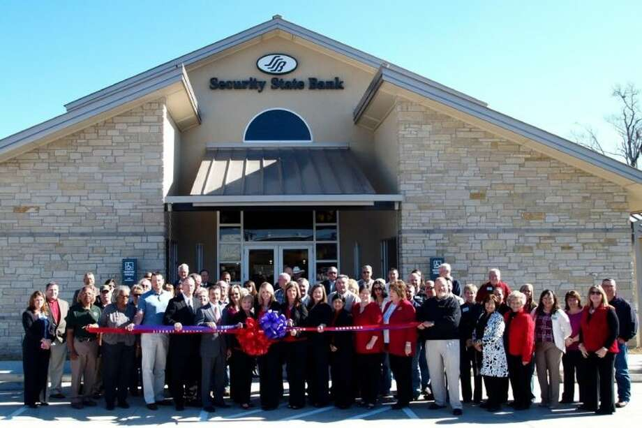 Branch President Bessie Conn prepares to cut the ribbon opening the new Security State Bank building at 1302 Main in Liberty. Photo: CASEY STINNETT