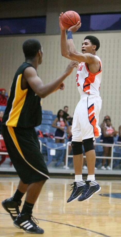 Kelly Oubre and the Bush Broncos advanced to the third round with an 86-67 victory over Pasadena Dobie on Tuesday. They are one of three Fort Bend ISD teams still alive. (Photo by Patric Schneider) Photo: By Patric Schneider