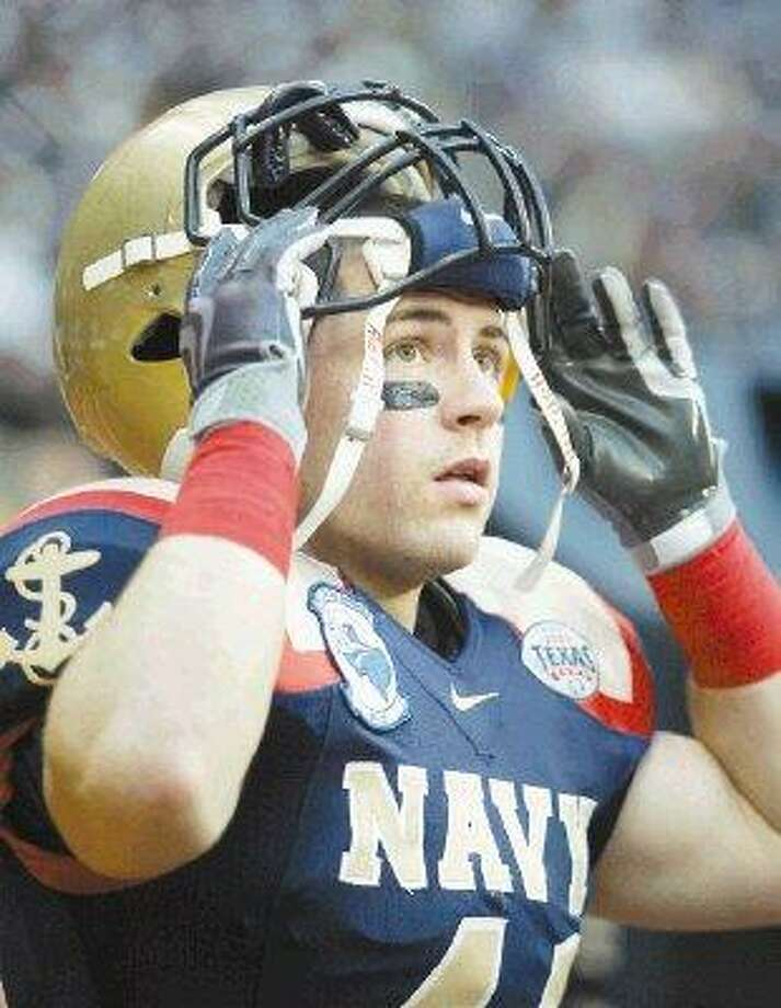 Former Pasadena Memorial player Bo Snelson watches as Navy drives the ball against Missouri during the second half of the Texas Bowl at Reliant Stadium on December 31, 2009 in Houston. / Icon Sports Media, Inc www.iconsportsmedia.com sales@iconsmi.com 818-576-1559