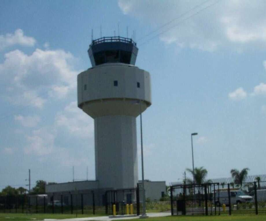 The U.S. Contract Tower Association is warning that a sequester could force the closure of hundreds of air traffic control towers nationwide.