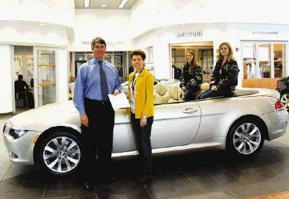 General Manager Greg Chapman of The Woodlands BMW/Mini, a supporter of College Park PTA donated funds for CP PTA and a free weekend for a CP staff member to drive a Mini for a weekend. This is the second year that Mr. Chapman has helped support CP PTA's staff appreciation Bar-B-Q.