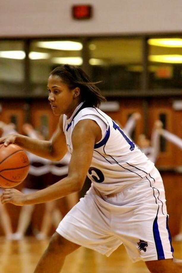 Alexis Durley led the Lady Wildcats with 20 points in their losing effort. (Photo by KJWESPHOTOS.COM)