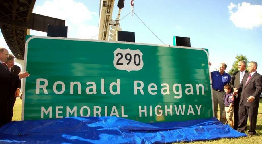 TxDOT Executive Director Phil Wilson (left), state Sen. Dan Patrick, U.S. Rep. Ted Poe, state Rep. Allen Fletcher and state Rep. Dwayne Bohac unveil the Ronald Reagan Memorial Highway sign. Photo: Rusty Graham