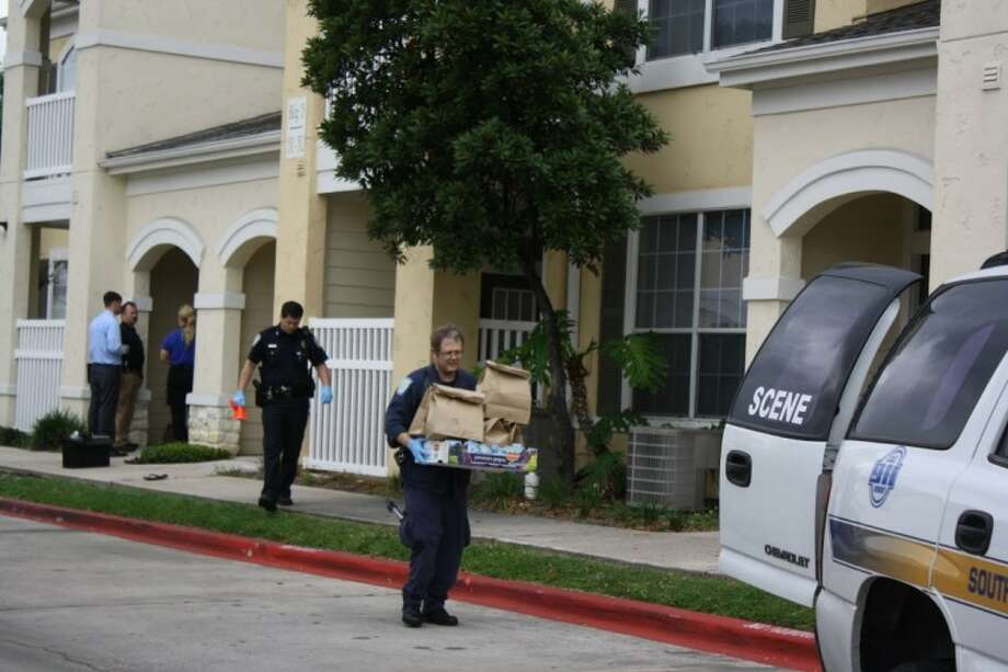 South Houston detectives and crime scene investigators searched for clues in the deadly home invasion that occurred Thursday morning at the Windsor Gardens apartment complex at Spencer Highway near Perez. One man was dead and two suspects who fled on foot remain at large.
