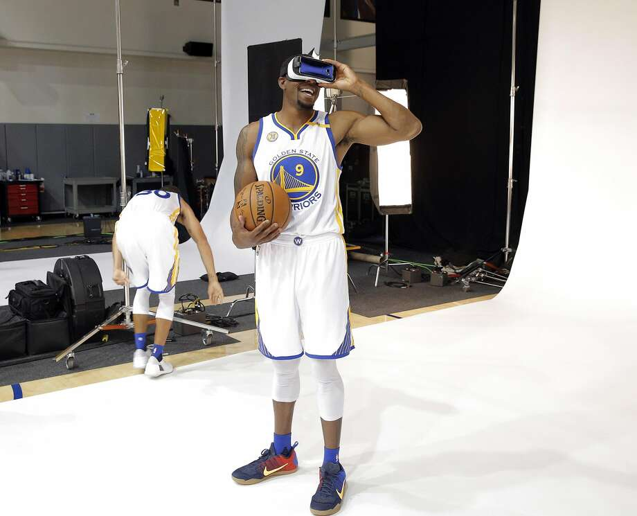 Andre Iguodala (9) plays with VR goggles during a photo shoot during Warriors Media Day at their practice facility in Oakland, Calif., on Monday, September 26, 2016. Photo: Carlos Avila Gonzalez, The Chronicle