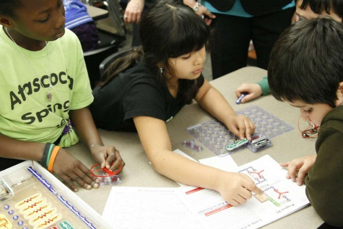 Atascocita Springs Elementary third-graders work together to complete a project in the school's ConocoPhillips Rice Elementary Model Science Lab. The school celebrated the addition of the lab with a special dedication ceremony March 9.