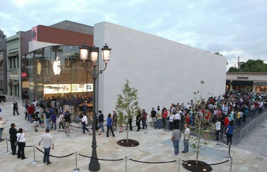 Customers start moving into the new Apple Store Highland Village Friday morning.
