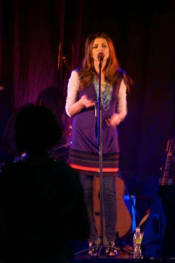 Lauren James, a Friendswood High School alumna, sings for the teens at FUMC.