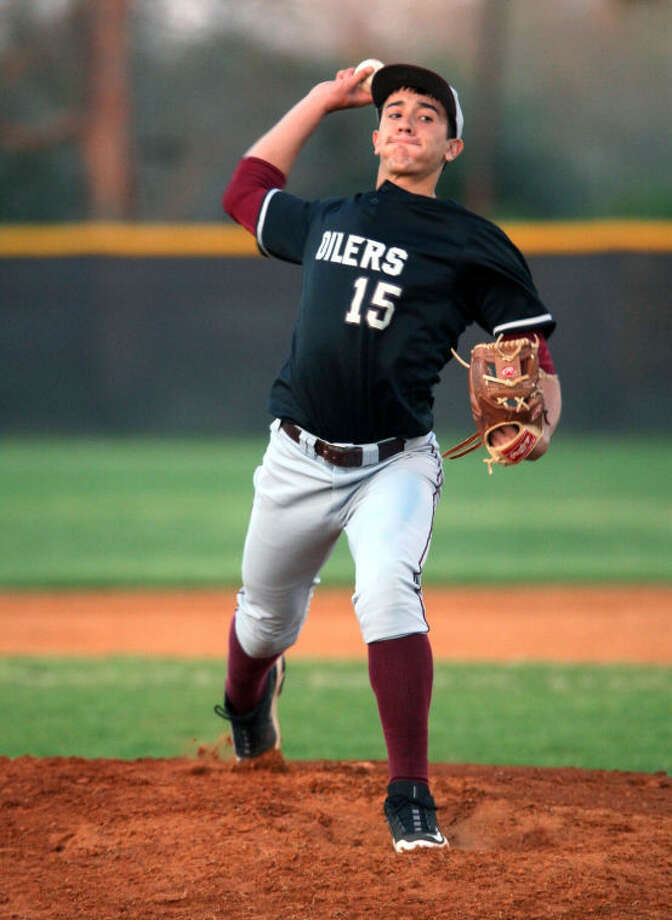 Pearland Oiler Andreus Faltesek throws a no-hitter against Sam Rayburn Thursday night. Photo: Kar B Hlava