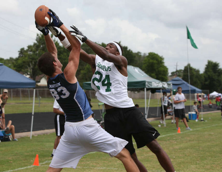 Clements played Stratford in round three in Pool B of the Viking 7-on-7 State Qualifying Tournament on June 15 at Dulles High School. Photo: Alan Warren/HCN