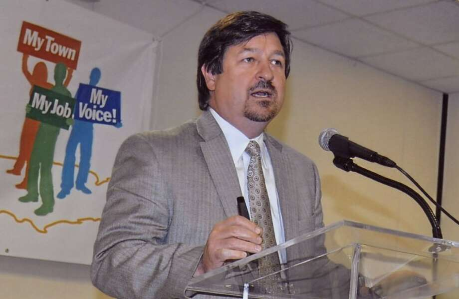Renwick P. DeVille, a environmental scientist and Vice President off Harris, DeVille and Associates, was the keynote speaker at the Pasadena Chamber of Commerce luncheon Thursday.