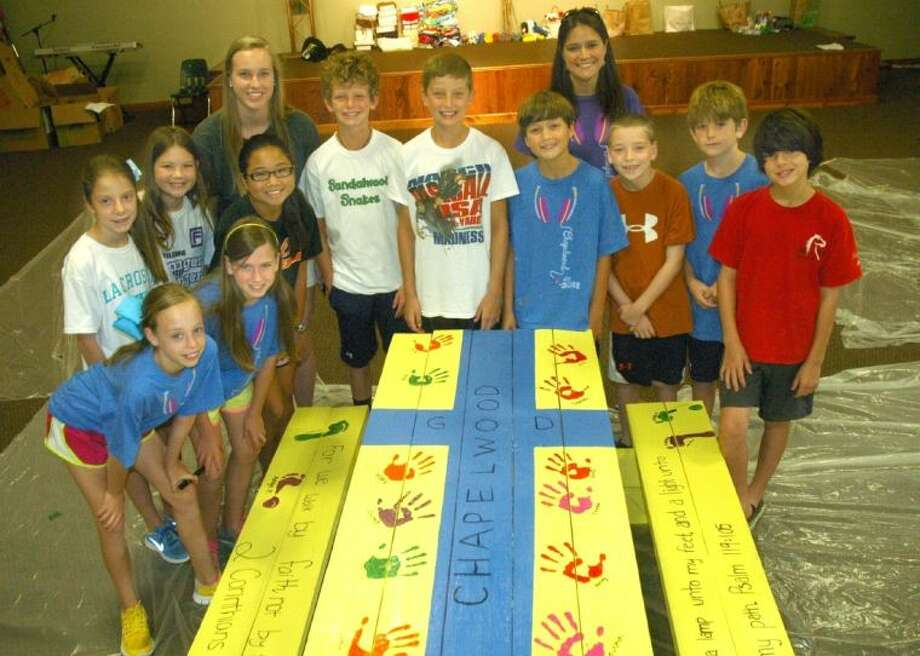 Chapelwood VBS students seal a picnic table for Centro Familiar Esperanza's Elevation Station. Photo: Rusty Graham