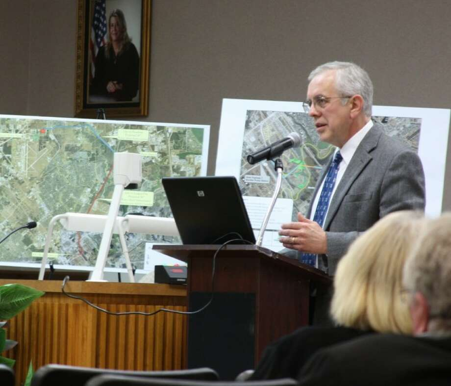Mike Loftin, Interim City Manager for League City outlines a proposed water infrastructure project at a workshop held Tuesday March 20. Photo: KRISTI NIX