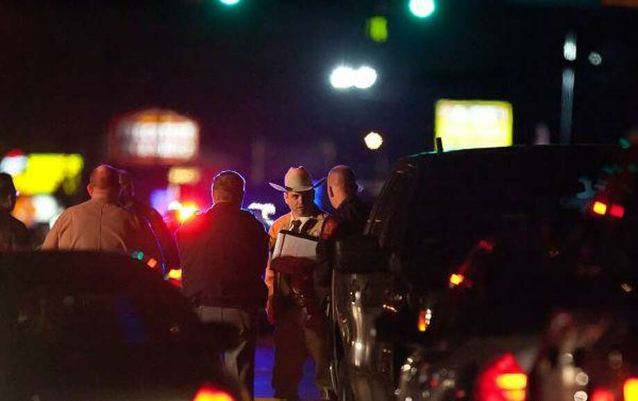 Officers shoot, wound EMC robbery suspect - Houston Chronicle