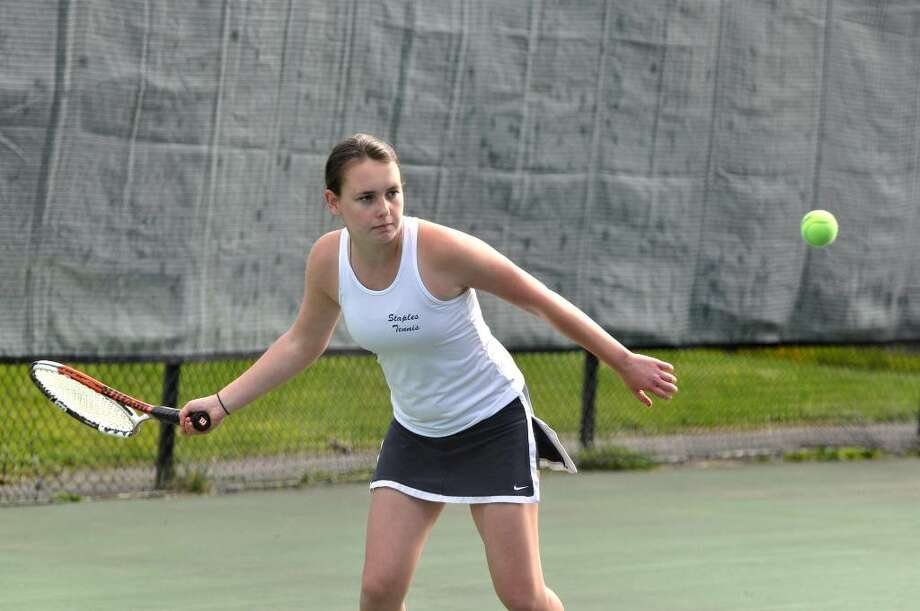 Staples' Farrell Levenson, playing number three singles, keeps her eye on the ball during the tennis match against Fairfield Warde on Monday, Apr. 19, 2010. Photo: Amy Mortensen / Connecticut Post