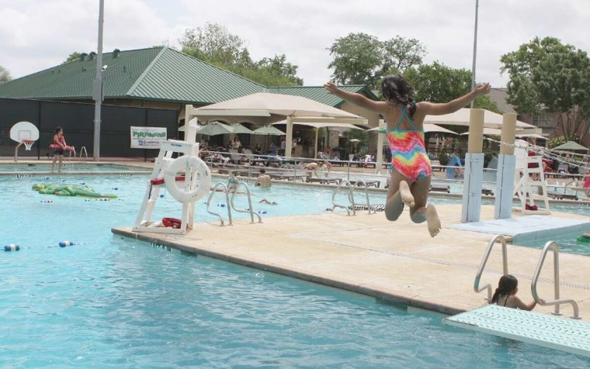 Colonial Park Pool Reservation only, 90-minute blocks available. Open to West University residents, members and their guests. 4130 Byron, West University Place