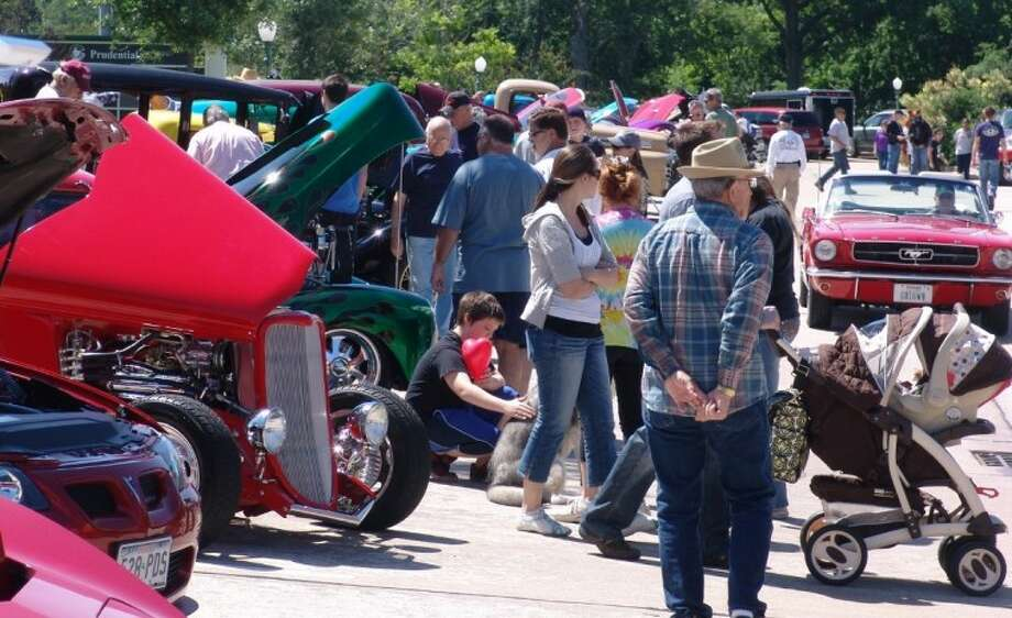 As the temperature rose, so did the number of people attending the Friendswood F.I.G. Festival and Car Show on Saturday (April 21) at Stevenson Park. Photo: JEFF NEWPHER