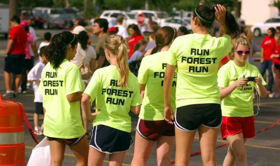 Participants from Spring Forest Middle School at last year's Running for the Arts. This year's event is set for May 4 at Memorial City Mall. Photo: File Photo