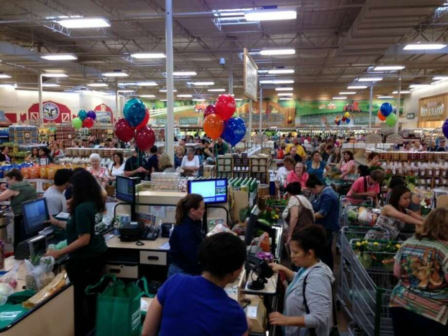 Hundreds of shoppers wait in long lines at the grand opening of the Sprouts Farmers Market in Spring Cypress on Wednesday Photo: Facebook.com/SproutsCypress
