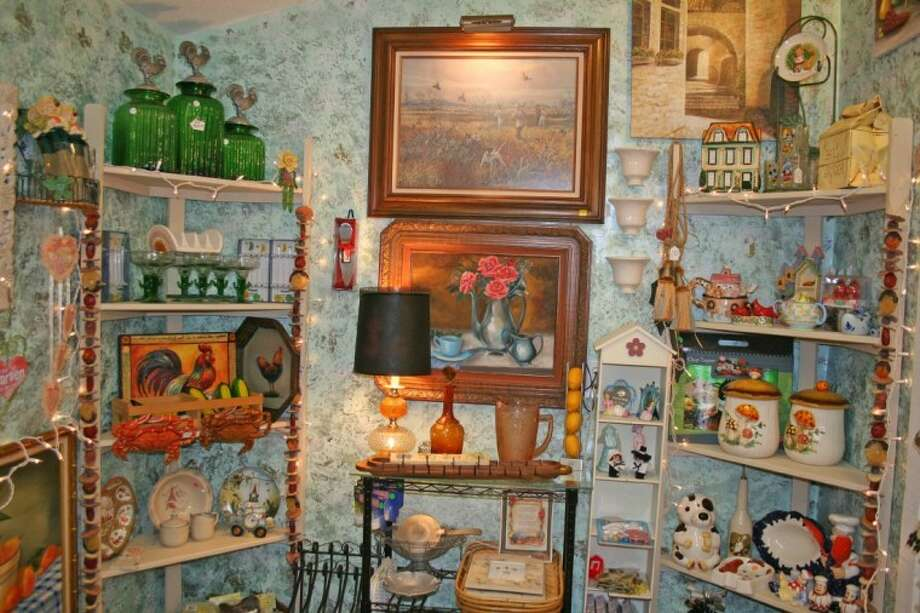 Daisy Consign Plus sells a variety of vintage finds, collectible items and original artwork.
