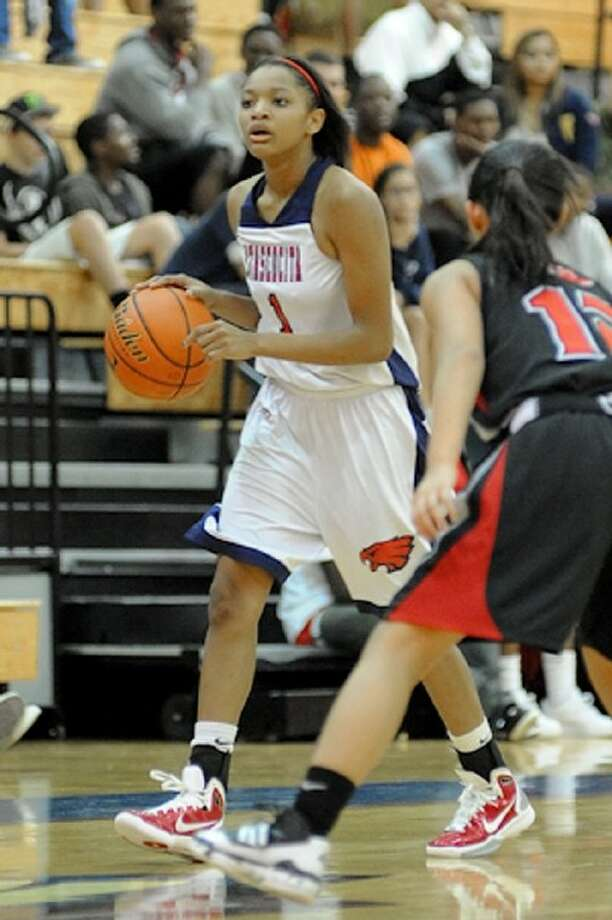 Atascocita point guard Curtyce Knox confirmed she has a torn ACL and will need surgery. Knox, a Texas A&M commit, led the Lady Eagles in this past season. Photo: Jose Quiroz