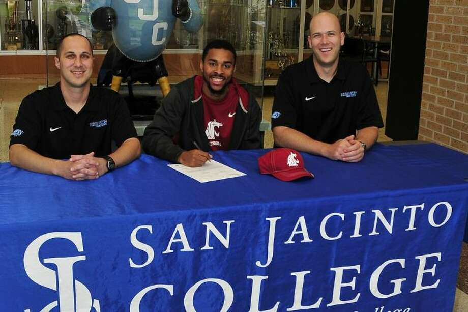 San Jacinto College Interim Head Coach Scott R. Gernander (left), and Assistant Coach Albert Tally (right), are with Danny Lawhorn who recently committed to play basketball in the Pac-12 at Washington State University. Photo: Jeannie Peng-Armao