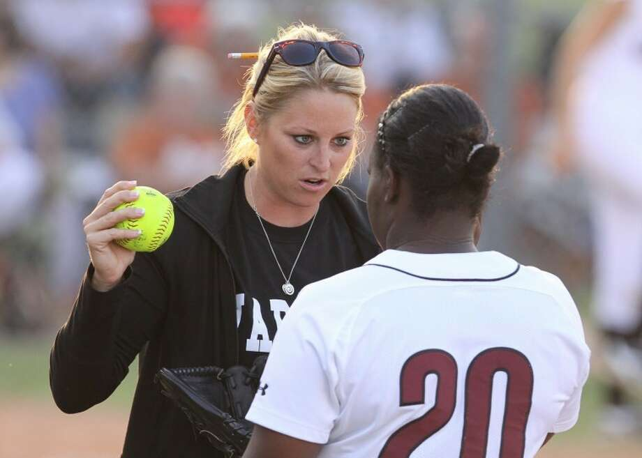 Kempner coach Charity Rychlik fires up her pitcher Kelcie Hayes against Alvin during first-round playoff game at Elkins High School. Alvin won the game 8-3. (Photo by Alan Warren) Photo: Photo By Alan Warren