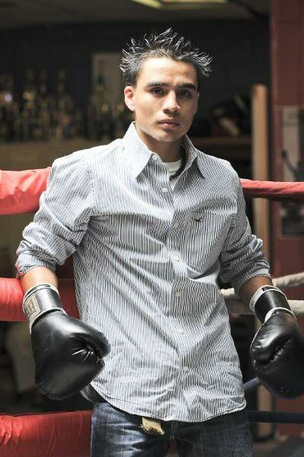 Smith Gonzalez, a former Westfield High School student and a graduate of the Wunsche Academy, is pursuing a boxing career. / © by Jose Quiroz 2010