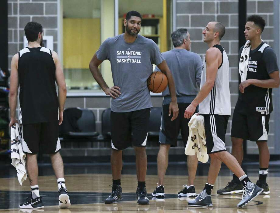 Tim Duncan, one of the special athletes Buck Harvey covered during his career, enjoys the company of his old teammate Manu Ginobili during a Spurs practice in September. Harvey, like Duncan, has retired, and old readers send him off with fond wishes. Photo: TOM REEL /SAN ANTONIO EXPRESS-NEWS / 2016 SAN ANTONIO EXPRESS-NEWS