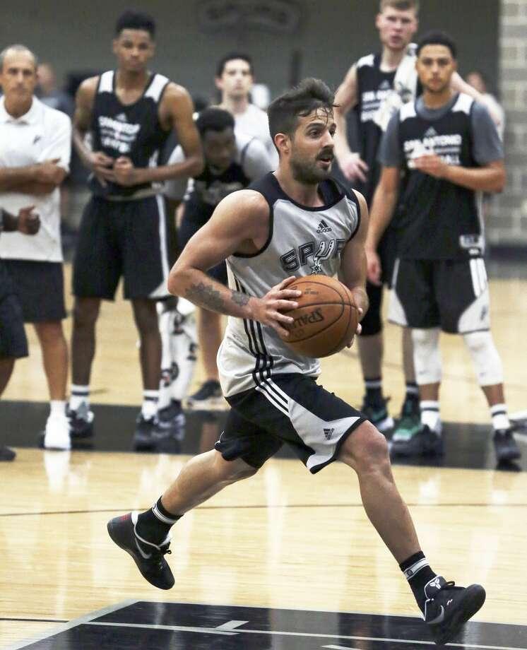 Nicolas Laprovittola drives the lane as the Spurs practice on September 28, 2016. Photo: TOM REEL/SAN ANTONIO EXPRESS-NEWS
