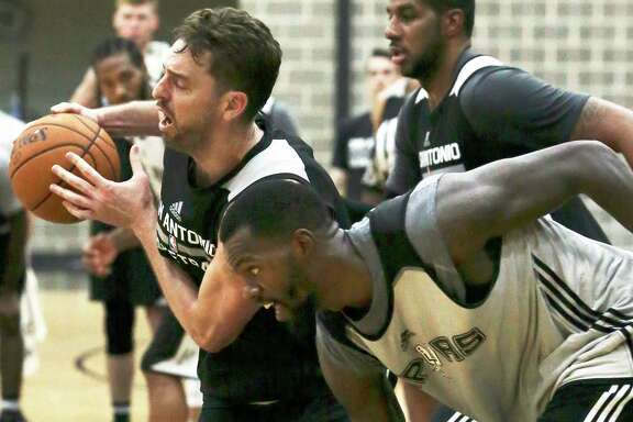 Pau Gasol battles with big men LaMarcus Aldridge (top right) and Dewayne Dedmon (bottom left) as the Spurs practice on Sept. 28, 2016.