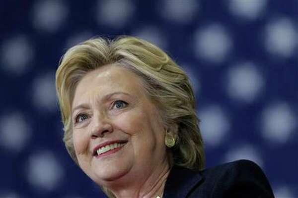 La candidata presidencial demócrata Hillary Clinton habla en un acto de campaña en Raleigh, Carolina del Norte, 27 de septiembre de 2016. (AP Foto/Matt Rourke)