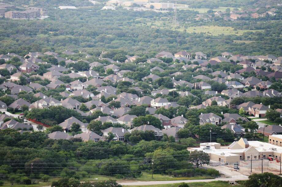 Aerial view of the Stone Oak area in 2016. If County Judge Nelson Wolff is correct, a $250,000 home would be a $187,500 home without the city's regulatory costs added on. Photo: Edward A. Ornelas /San Antonio Express-News / © 2016 San Antonio Express-News
